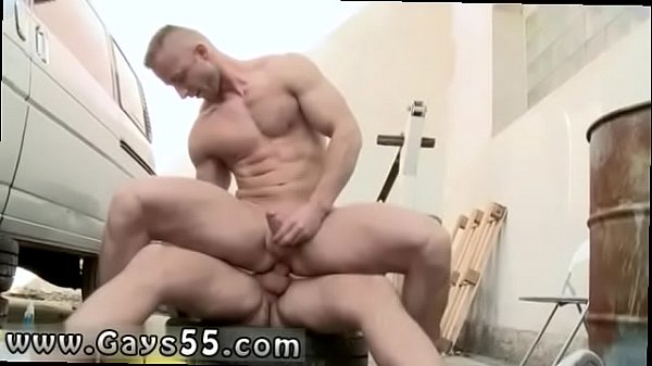 Muscle gay, Muscles, Public pissing