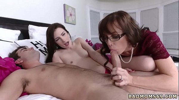 Mom and daughter, Milf mom, Patron, Strap on, Mom rough, Fucking mom